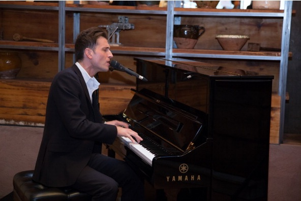 Peter Cincotti performs at ELLE & Tod's Celebrate Kerry Washington Photo by AnnaWebber