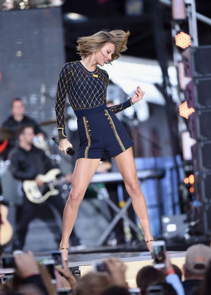 Taylor Swift Performs in concert at 'Good Morning America' in New York City – October 2014
