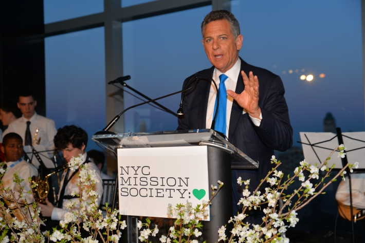 """Gala Emcee and WABC Anchor Bill Ritter at NYC Mission Society """"Champions for Children"""" Gala (Photo by Annie Watt)"""